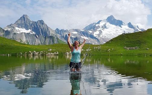 Marie Bochet skieuse handisport à l'entrainement dans un lac de montagne