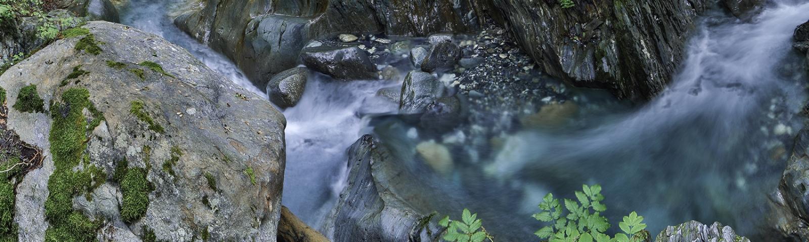 Torrent au milieu des rochers