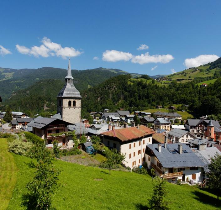 Village de Beaufort dans le massif du Beaufortain en Savoie
