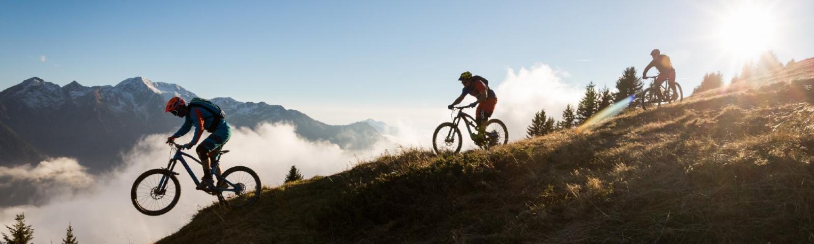 vtt mountainbike sur les crêtes du Beaufortain en Savoie