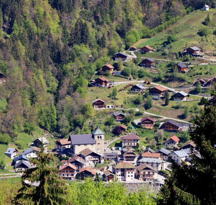 le village de Queige dans le massif du Beaufortain en Savoie