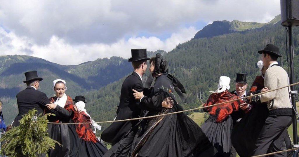 Costumes traditionnels du village d'Hauteluce, Beaufortain, Savoie