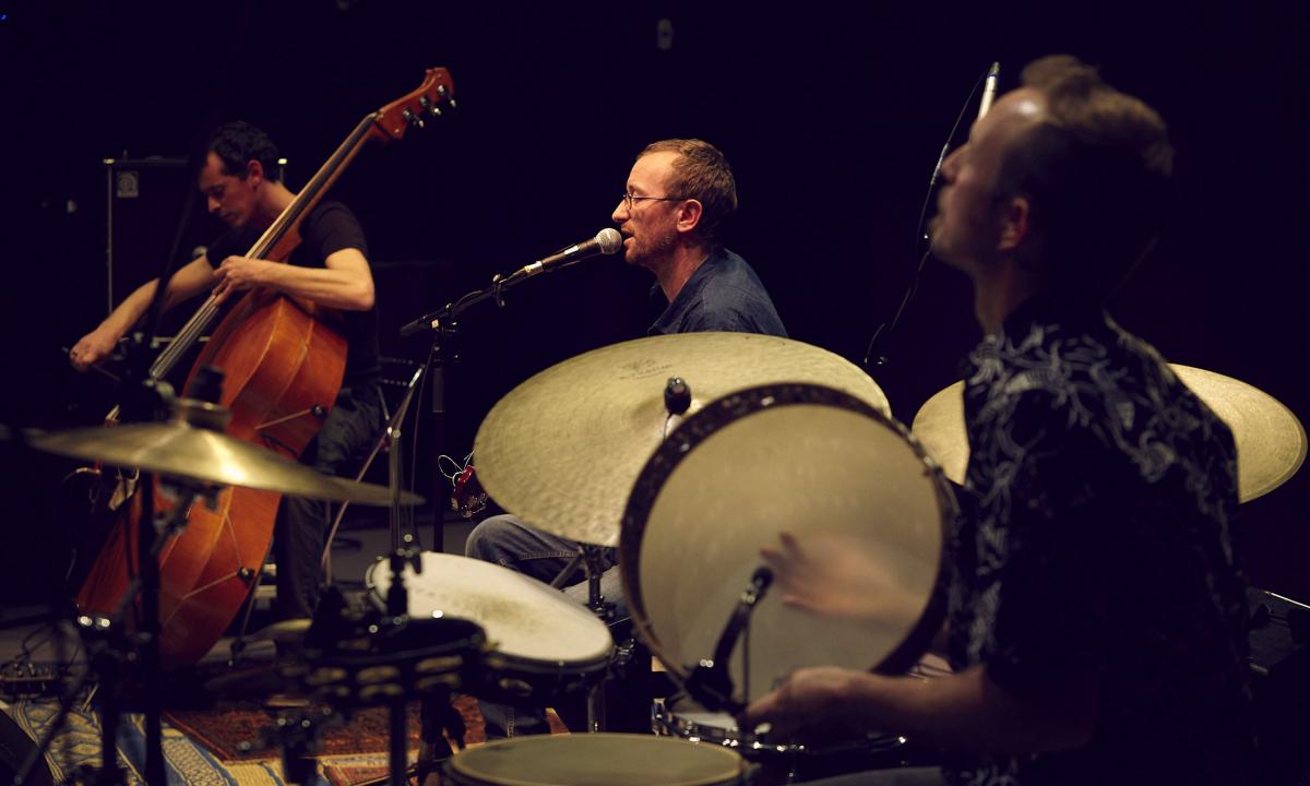 trio contre-basse mandoline tambourin