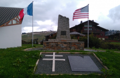 Monument commémorant le parachutage du 1er août 1944