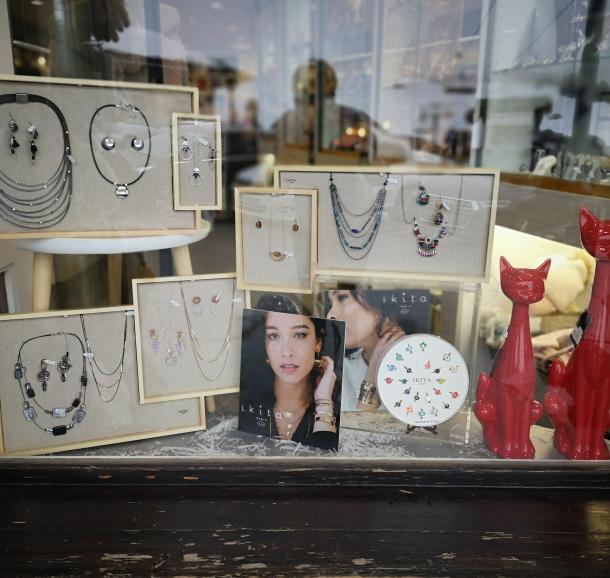 Bijoux, cadeaux, déco, presse
