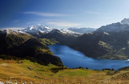 Vue sur Roselend et le Mont Blanc depuis la Roche Parstire