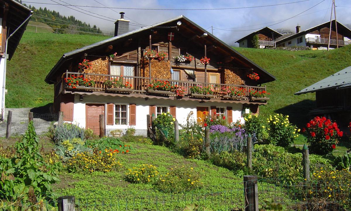 Hameau des Prés dans la vallée d'Hauteluce