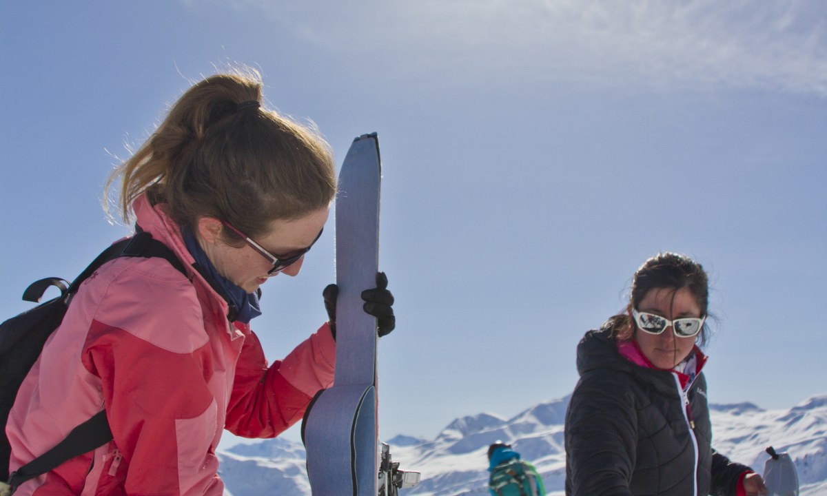 Séjour découverte ski de randonnée : on met les peau sur les skis