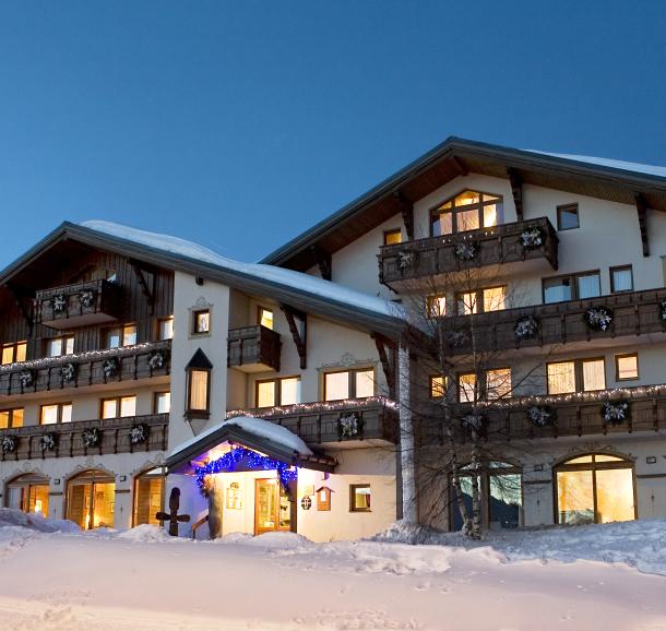 facade-hiver-hotel-le-calgary-les-saisies