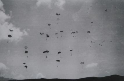 Photo du parachutage issue de la Saga des Saisies