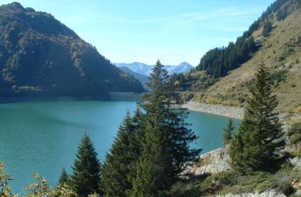 Lac et barrage de la Gittaz