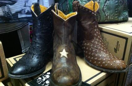 Un large choix de chaussures et vêtements