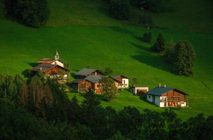 Le hameau de Saint Sauveur dans la vallée d'Hauteluce