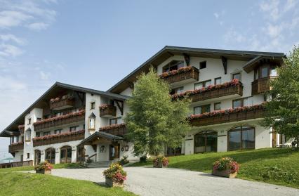 facade-ete-hotel-le-calgary-les-saisies